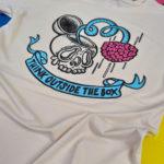 Think Outside The Box · Camiseta 100% algodón orgánico